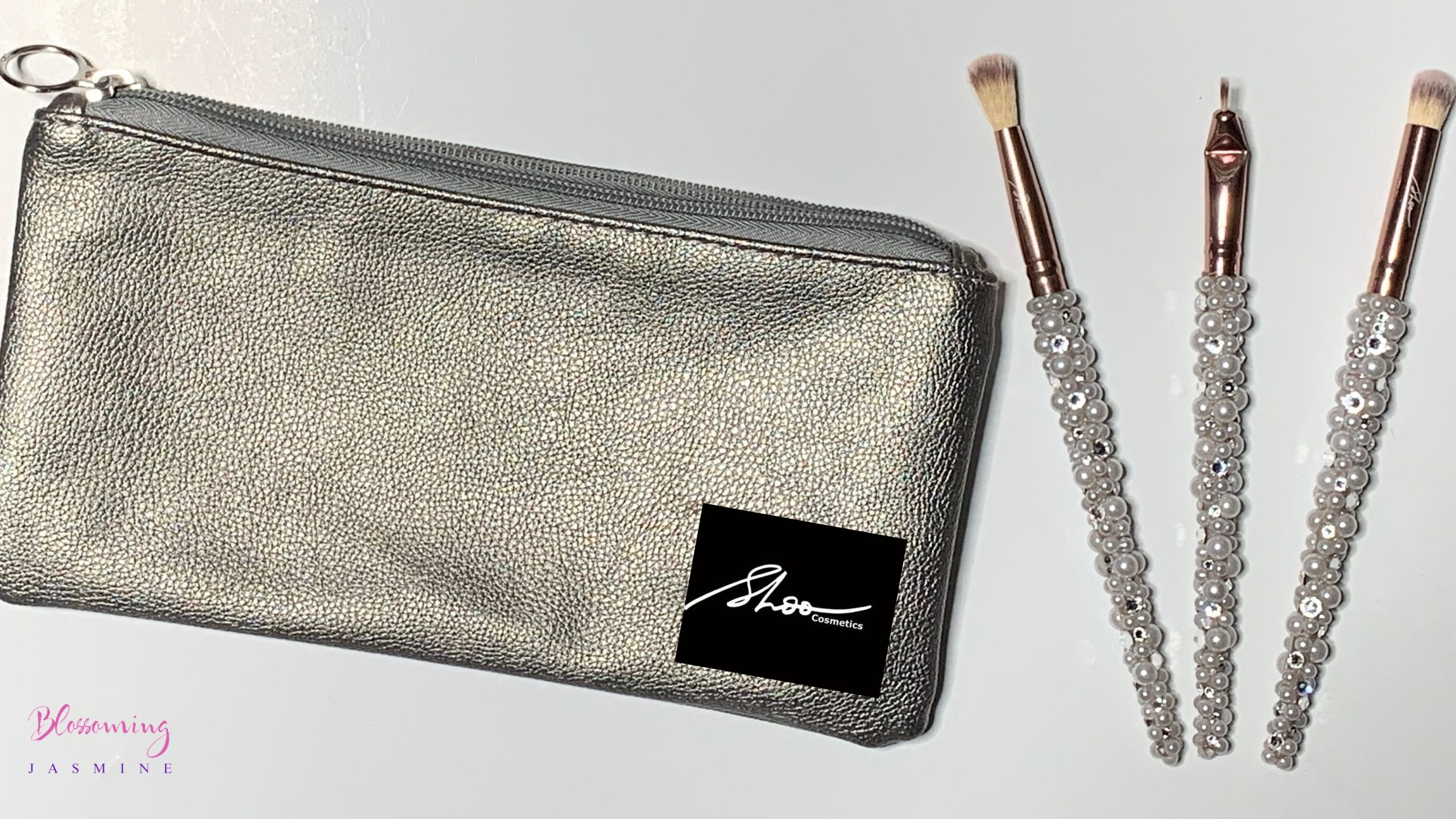 This introductory class will provide you with simple and easy ways to create DIY (do it yourself) crystallized MakeUp Brushes that have a professional finish.