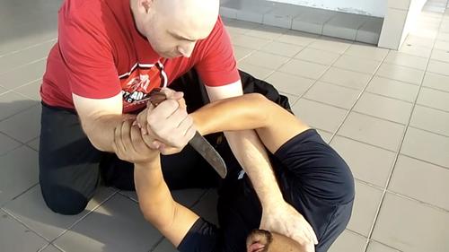 3 Secrets of Indonesian Prison Knife Wrestling