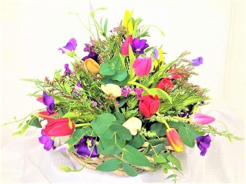 Simple Tulip Table Arrangement - Spring