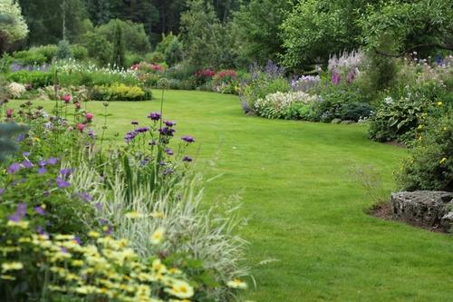 Kuidas rajada umbrohuvaba ja kauaõitsvat lillepeenart