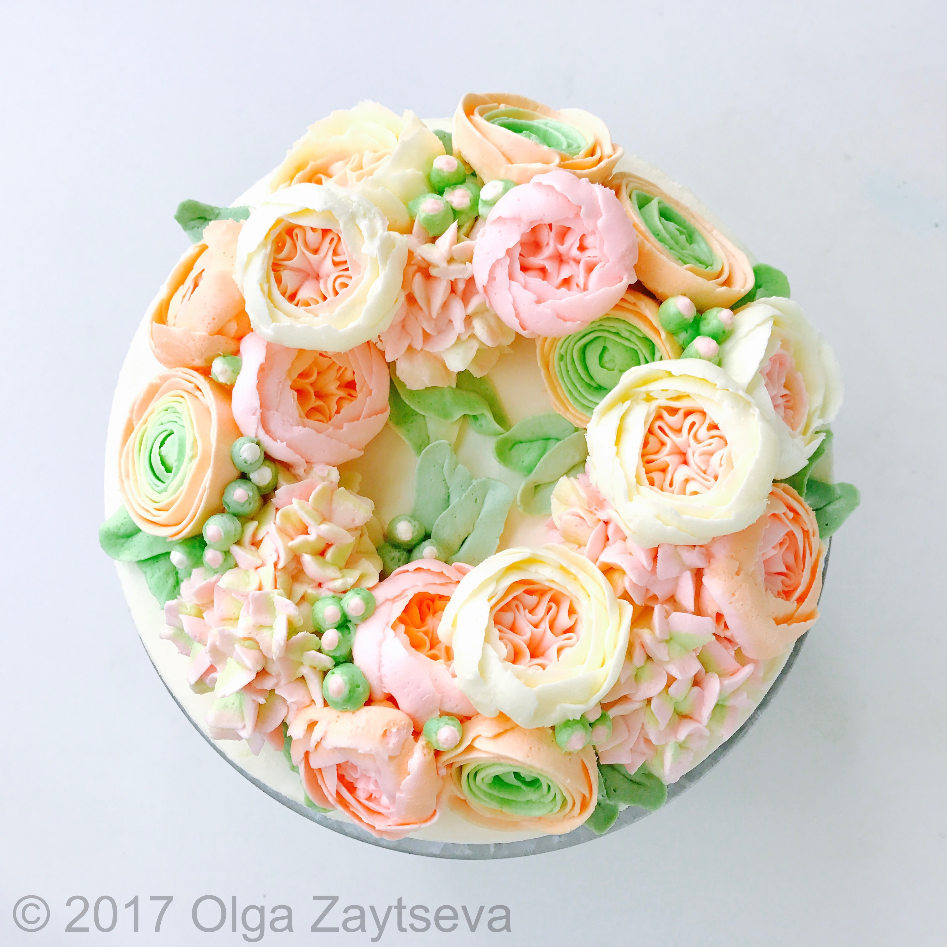 Mixing Colors for Ranunculus and Hydrangea wreath cake