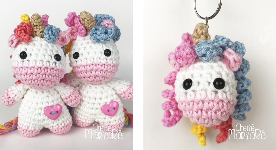 """Composição com duas imagens contendo dois unicórnios de amigurumi e um chaveiro de unicórnio de crochê, que fazem parte do curso """"Unicórnio de Amigurumi"""""""