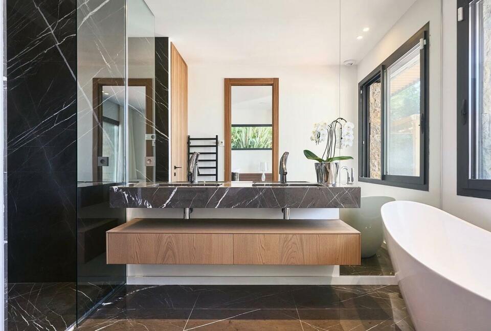 Unique Contemporary Villa with Breathtaking Views