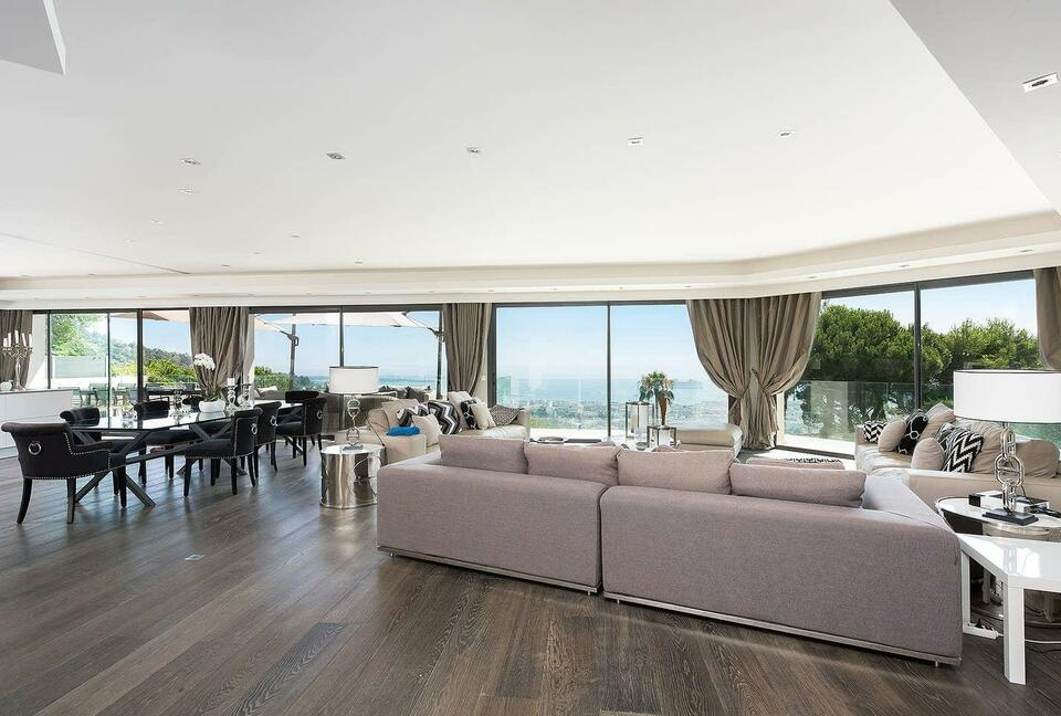 Wonderful Contemporary Villa with Amazing View