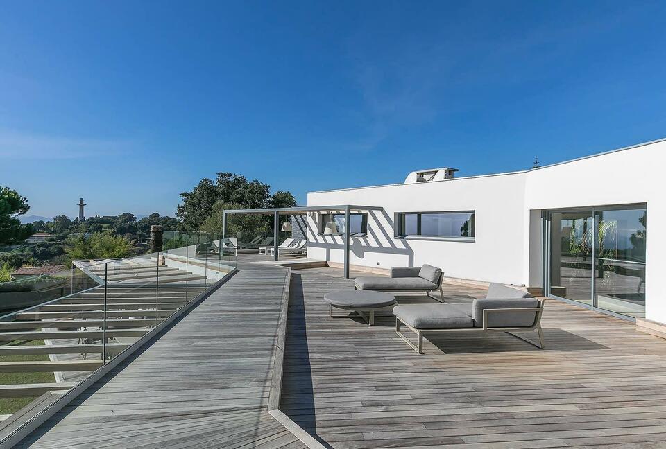 Modern Elegant Villa with Wonderful Sea View