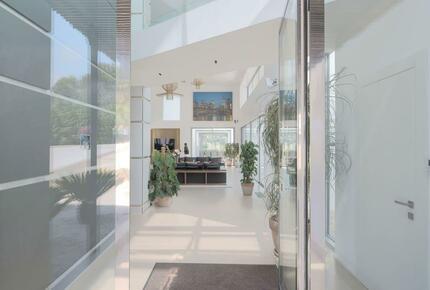 Gorgeous Modern 5-Bedroom Villa in Mougins