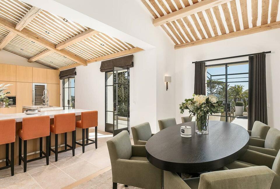 Stupendous Contemporary Luxury Villa