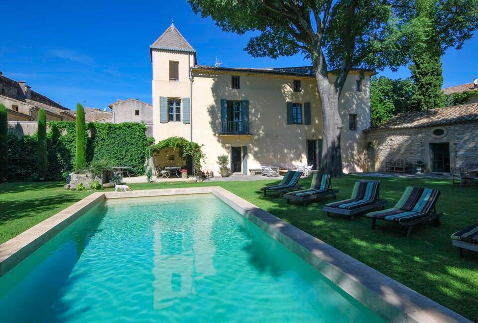 Deluxe Stunning Villa with Outdoor Cinema