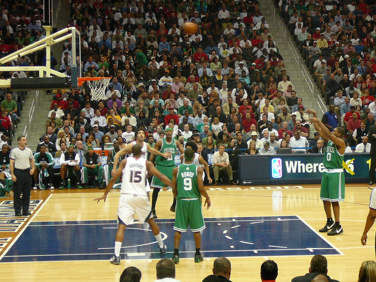 Leon Powe making a free throw for the Boston Celtics in an NBA game.