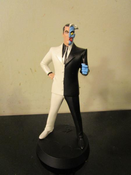 the animated series Two-face 5 Inch Statue W// Collectors Comic Batman
