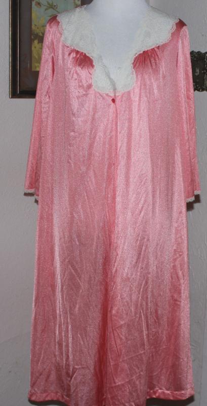 Vintage Womens VANITY FAIR Coral Nylon Robe w Lace Trim Size M ... 8098287d1