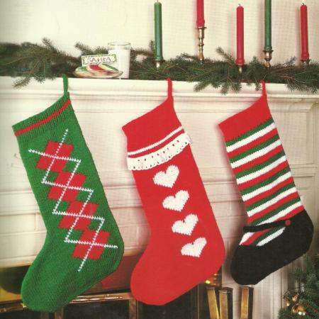 KNITTING PATTERN LEAFLET for CHRISTMAS STOCKINGS~ANGEL CENTERPIECE & PLAC...