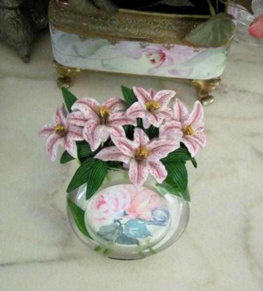 Vintage Shabby Round Clear Lucite W Pink Ceramic Flowers