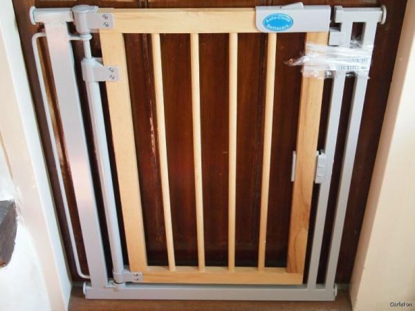 Bettacare Auto Close Stair Baby Gate Wooden Pressure Door