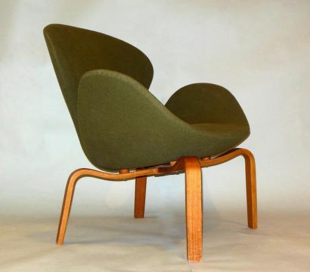 RARE Pr Swan Chairs Arne Jacobsen Fritz Hansen Denmark Wood Legs Mid Century