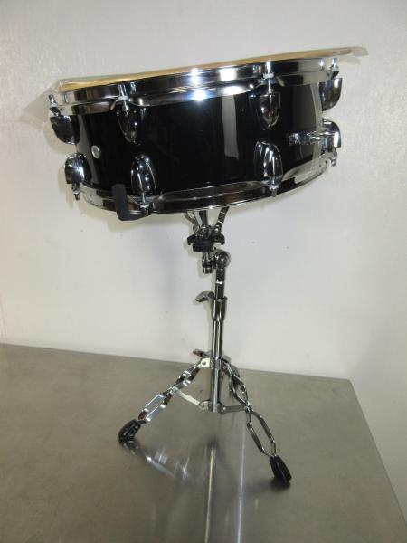 sound percussion snare drum with stand and sticks 14 x 5 black 8 lugs ebay. Black Bedroom Furniture Sets. Home Design Ideas