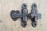 ARTS AND CRAFTS STYLE BEATEN CAST IRON DOOR LATCH CUPBOARD LOCK CABINET DOOR BL1 Antiques