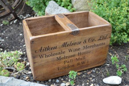 Small vintage style wine merchant wooden crate box pall for Small wine crates