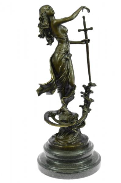 Lady Justice | A statue of Lady Justice, with her famous