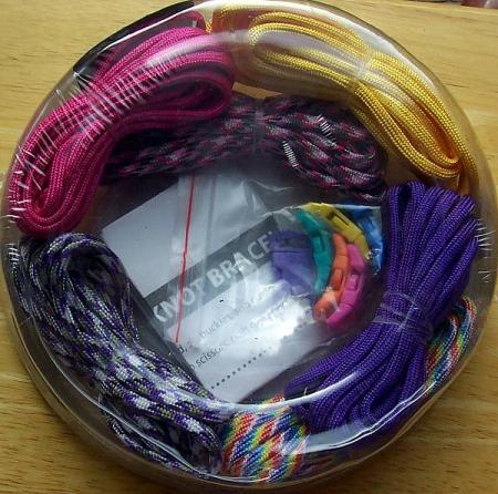 paracord bracelet kit for girls makes 6 purple pink. Black Bedroom Furniture Sets. Home Design Ideas