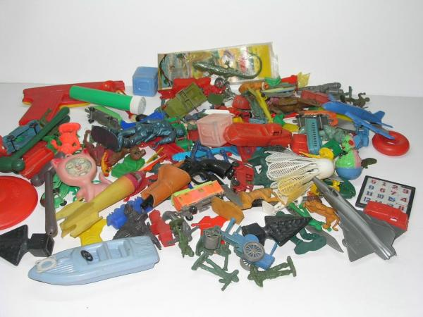 Old Toys From The 1960 : Vintage s plastic toy soldiers charms cars five