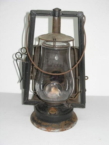 ANTIQUE VINTAGE DIETZ VICTOR WAGON KEROSENE LANTERN OIL LAMP