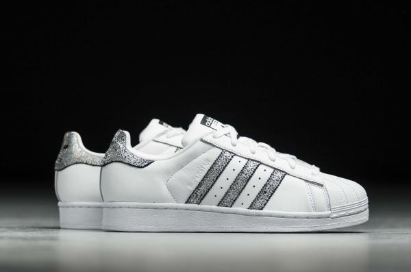 competitive price eeb5f 308aa Details about Women's Adidas Superstar CG5455 white /silver metallic Size  us 10-M NIB