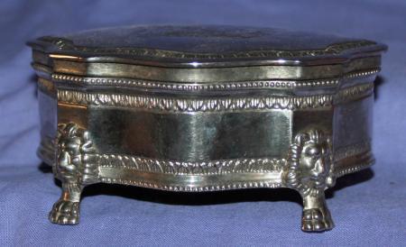 Vintage dieu et mon droit silver plated jewerly metal for Dieu et mon droit royal crest silver plated jewelry box