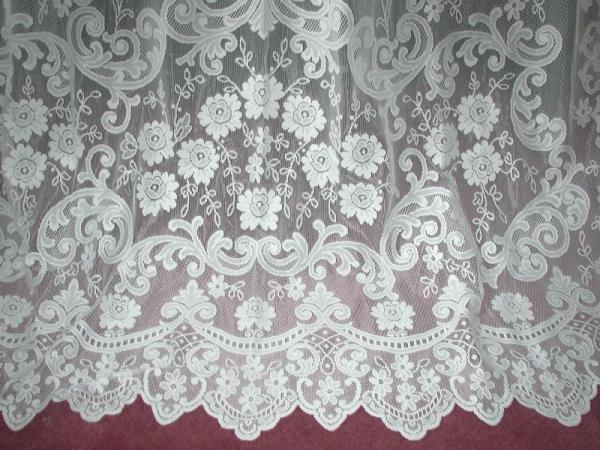 Vintage French Country Victorian Net Floral Lace Fleur De