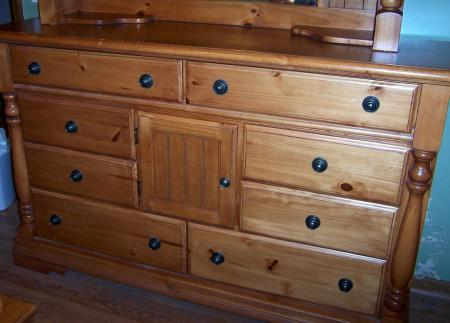 ashley knotty pine cannon ball queen bedroom set bed dresser night