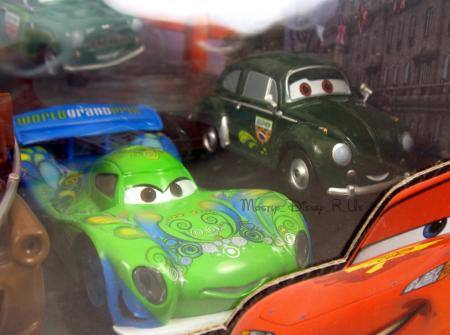disney store pixar cars 2 world grand prix racer crew chief 10 piece diecast set ebay. Black Bedroom Furniture Sets. Home Design Ideas