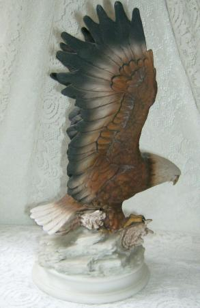 Home interiors 1979 eagle figurine statue homco masterpiece porcelain large size ebay for Home interior masterpiece figurines