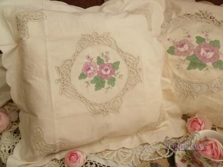 Victorian Shaped Pillows : 16