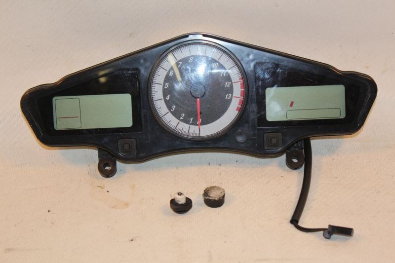 Honda VFR800 VFR 800 2006 Gauge Cluster Speedometer Speedo