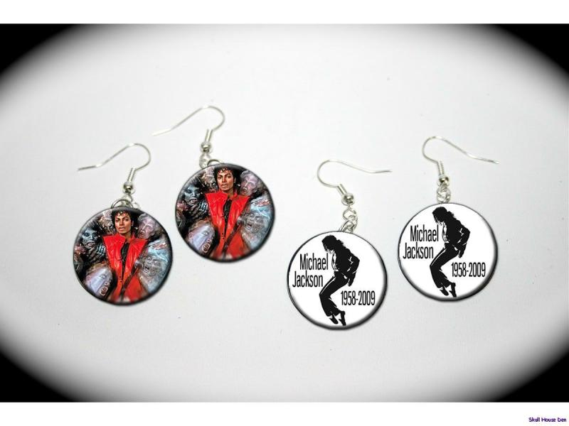 MICHAEL JACKSON Thriller   2 pairs of charm EARRINGS