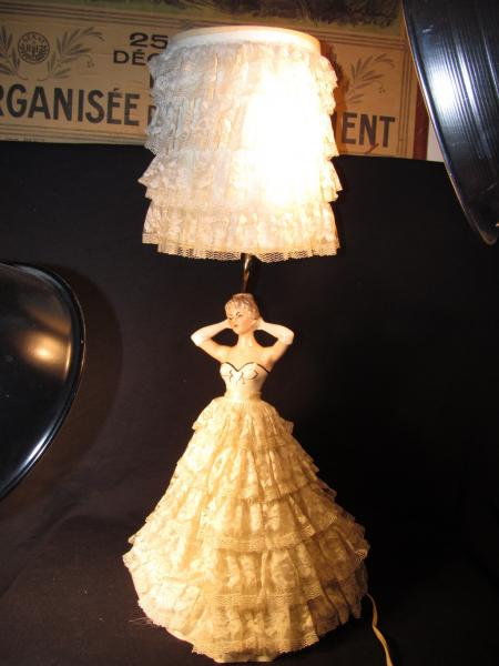 Vtg Retro Porcelain Half Doll Boudoir Table Lamp Lace