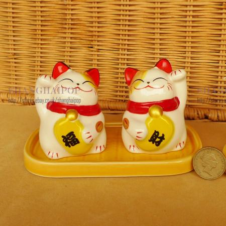 Lucky cats salt pepper pots shakers kitchen maneki neko Salt n pepper pots