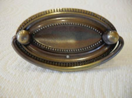Vintage nos amerock oval dresser drawer bureau pulls bale for Antique bureau knobs