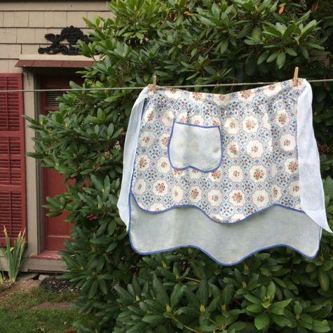 Reversible blue apron print side