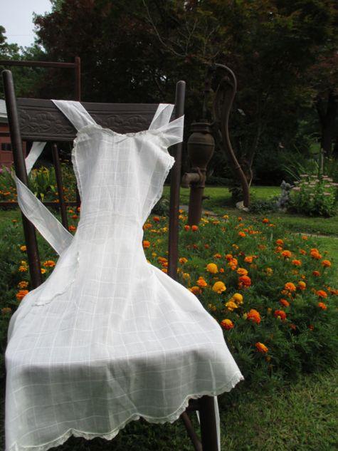 Full white apron