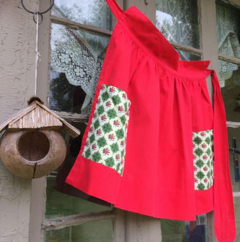 Reversible red apron
