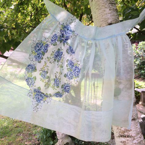 Handkerchief pocket apron