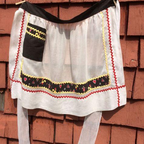 Rickrack apron