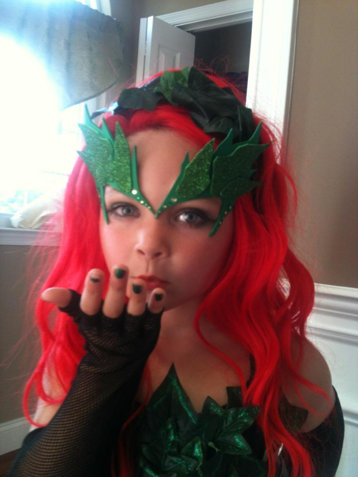 Poison Ivy u2013 Uma Thurman Style  sc 1 st  Threads Magazine : poison ivy dog costume  - Germanpascual.Com