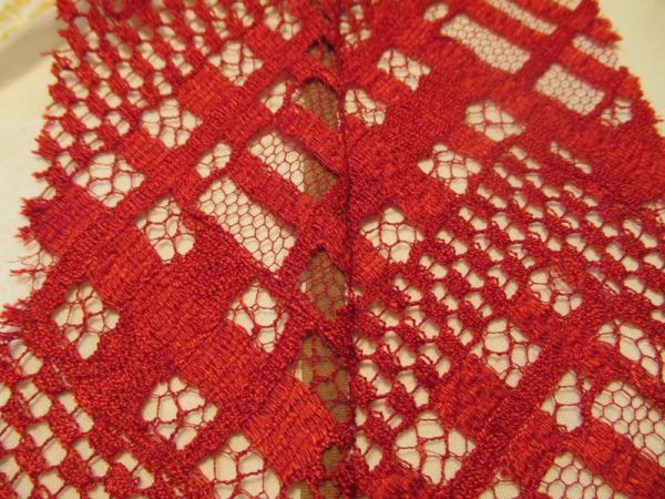 seaming chantilly lace