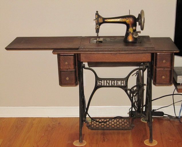 Identifying Vintage Sewing Machines Threads Extraordinary How To Set Up A Sewing Machine Table