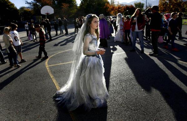 Corpse Bride Wedding Gown: Halloween Corpse Bride 2012