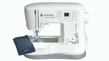 Singer Featherweight c240 review by Threads magazine