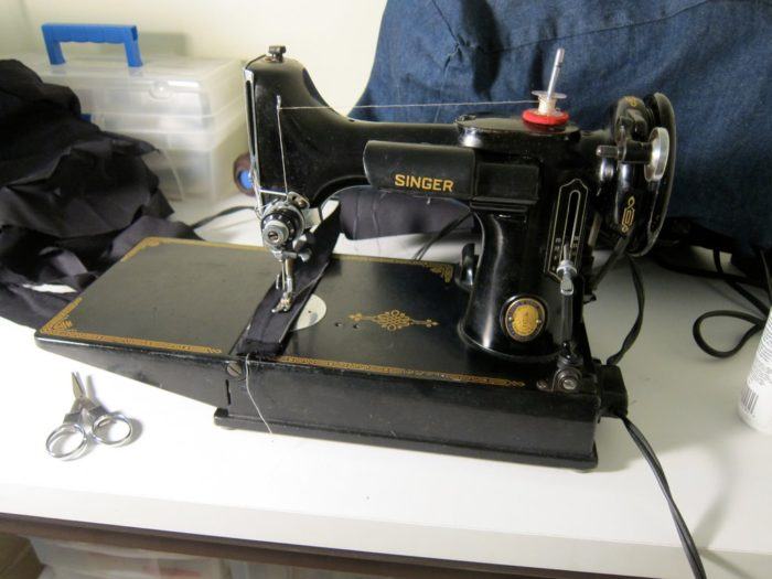 The Vintage Singer Featherweight: What's All the Hype? - Threads
