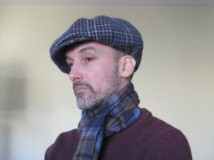 Home-sewn wardrobe: men's newsboy cap and scarf